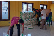Kades Soro barat Awaludin serahkan bantuan beras
