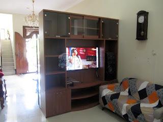 Bufet Rak TV Sebagai Sekat Ruang Tamu dan Ruang Keluarga + Furniture Semarang