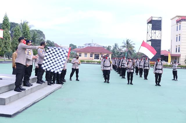 Palembang- Majalahglobal.com: Selain memperingati dan memeriahkan HUT Ke-75 Republik Indonesia, kegiatan ini juga sebagai upaya untuk memperkokoh rasa nasionalisme kita sebagai bangsa indonesia sekaligus untuk memotivasi kita agar kita lebih mencintai bangsa dan negara kesatuan republik indonesia (NKRI). Betapa berat dan besar pengorbanan para pahlawan kita untuk berjuang merebut dan mempertahankan kemerdekaan yang selama 75 tahun kita nikmati saat ini. Patut lah kita hargai semuanya itu dan mengisi kemerdekaan ini dengan hal-hal positif untuk memajukan bangsa dan negara kesatuan republik indonesia yang kita cintai ini.  Kapolda berpesan kepada seluruh tim pendaki gunung dempo yang akan mengibarkan Sang Saka Merah Putih di puncak gunung dempo tepat pada perayaan 17 Agustus 2020 nanti pada pukul 10.17 Wib, untuk selalu menjaga kesehatan terutama kondisi tubuh apalagi saat ini kita masih dalam kondisi pandemi covid-19. Tetap taati dan ikuti protokol kesehatan yang telah dianjurkan oleh pemerintah selama kegiatan pendakian tersebut, ujarnya, Jumat  (14/8/2020).  Pendakian yang akan dilakukan oleh Tim Pendaki Gunung Dempo yang terdiri dari 30 personil Satbrimob Polda Sumsel, 10 personil Polres Pagaralam dan 2 personil Bid Dokkes Polda Sumsel ini akan dipimpin oleh Wakapolda Sumsel Brigjen Pol Rudi Setiawan, SIK, SH, MH dengan didampingi Wadansat Brimob Polda Sumsel AKBP Teguh Hardiyo Wibisono, SIK. (Tri Sutrisno)