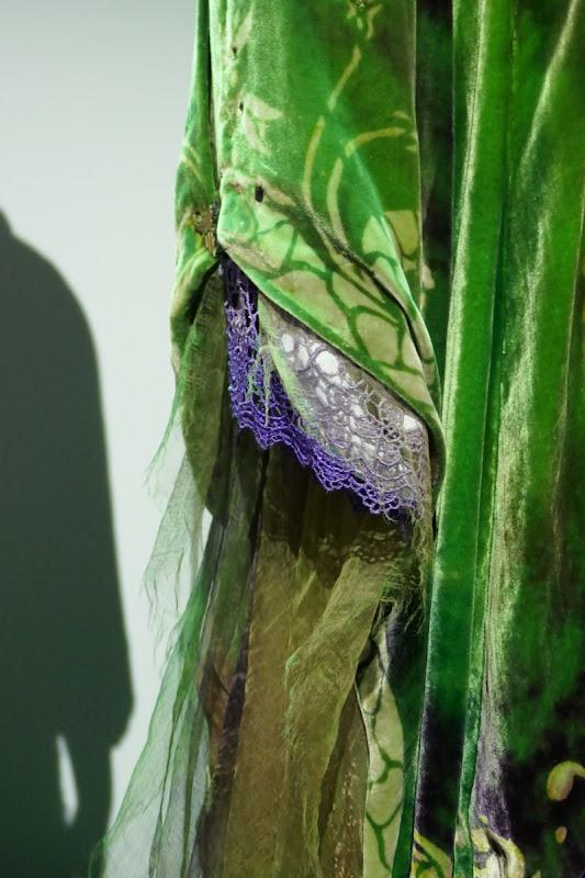 Hocus Pocus Winifred Sanderson costume sleeve