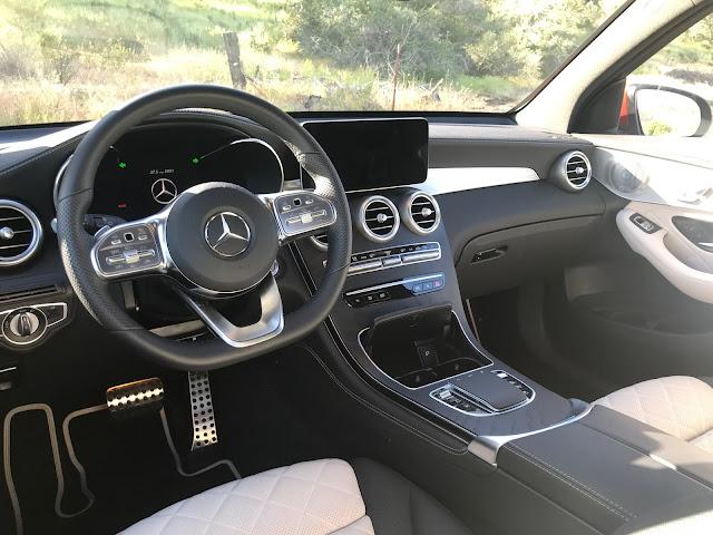 Instrument panel in 2020 Mercedes-Benz GLC 300 4MATIC