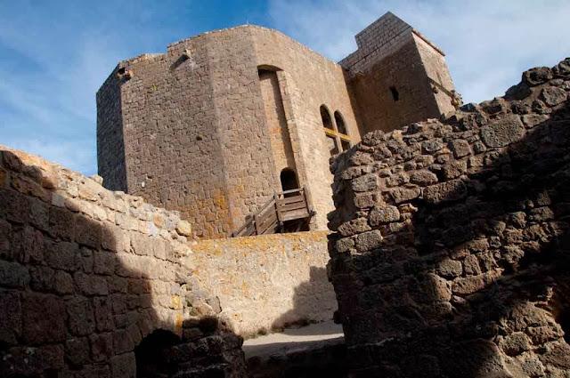 Acceso al castillo de Quéribus