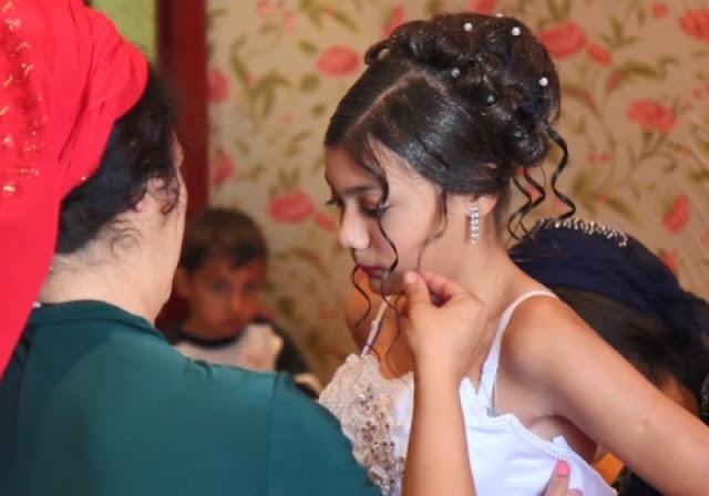 10-летнего мальчика женили на 8-летней девочке — таковы цыганские традиции (Видео)