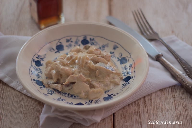 Pollo con almendras a la nata (receta sin lactosa)