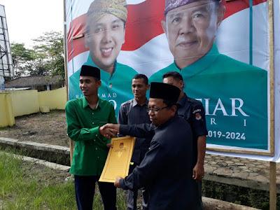 KPU Lampung Timur Serahkan Alat Peraga Kampanye (APK) Calon Gubernur dan Wakil Gubernur