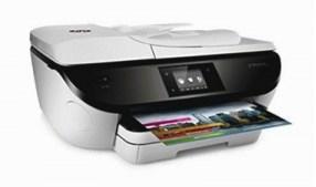 Le HP Officejet 5740 ne pèse que 16 livres et 14 onces et mesure 7,6 x 17,9 x 16,1 pouces (HWD), ce qui le rend facile à mettre en place.