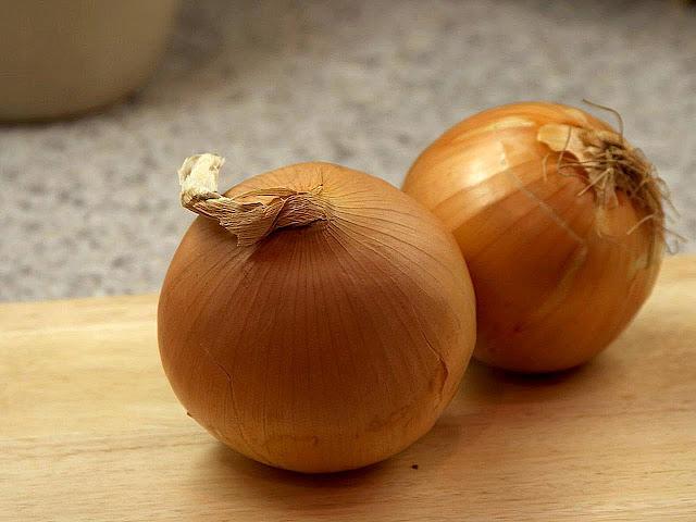 كيف أقطع البصل بدون ذرف الدموع