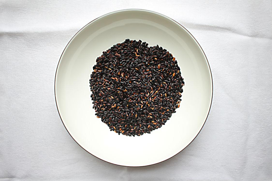 Schwarzer Japonica-Reis, roh, noch vor dem Kochen. | Arthurs Tochter – Der Blog für Food, Wine, Travel & Love