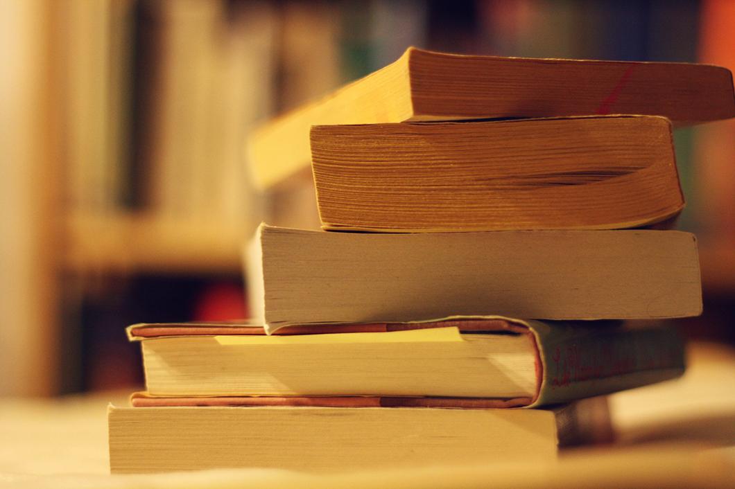 Como comprar livros com desconto: dicas para economizar nas compras literárias