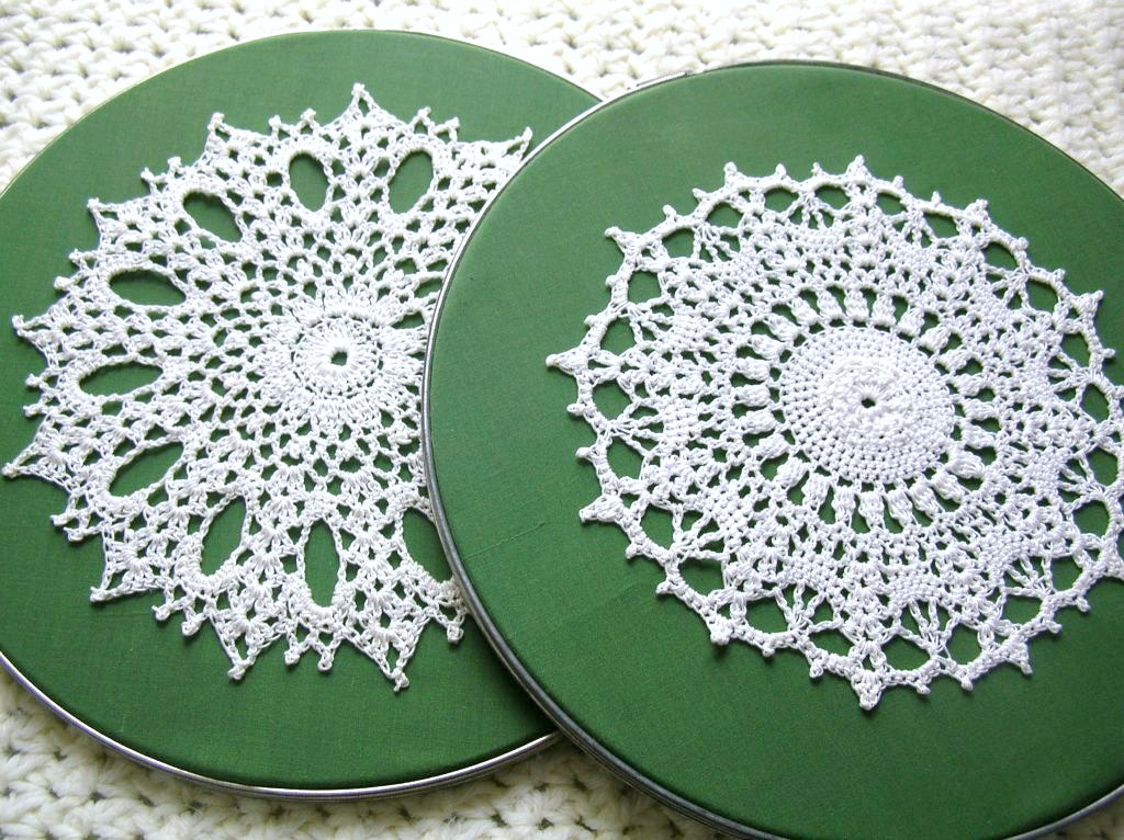 ORDINARY MOMMY DESIGN: DIY Doily Hoop Art.