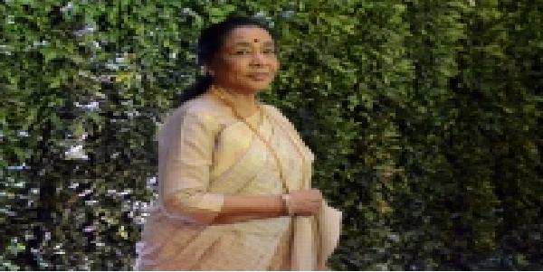 simirati-ne-ki-asha-bhosle-ki-madd-gayika-ne-diya-dhanyavad