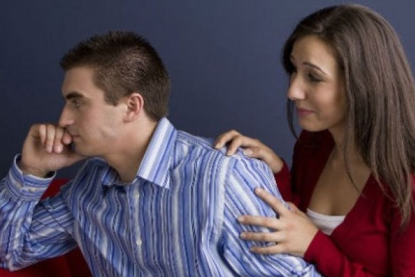 mulher pedindo perdão