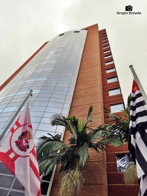 Foto composição com destaque para a fachada do Hotel Mercure São Paulo Jardins - Jardins - São Paulo