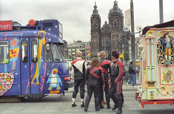 Amsterdam, Saint-Nicolas, trams, © L. Gigout, 1990