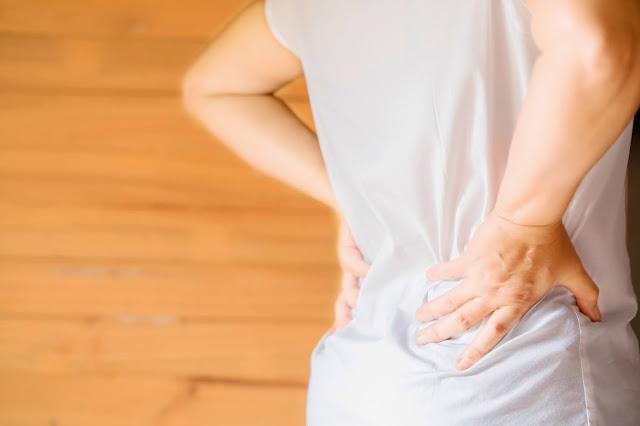 Ο πόνος στη μέση θεωρείται ένα πρόβλημα το οποίο επηρεάζει σημαντικά την δημόσια υγεία παγκοσμίως. Έχει αποδειχθεί ότι μεταξύ των ενηλίκων, το 70 έως το 85% θα έχει τουλάχιστον ένα επεισόδιο οσφυαλγίας κατά τη διάρκεια της ζωής τους. Πρόκειται για την πιο κοινή αιτία περιορισμού της δραστηριότητας και επηρεάζει περισσότερο άτομα ηλικίας 20-45 ετών. Αποτελεί τον δεύτερο συχνότερο λόγο επίσκεψης στο γιατρό, την τρίτη αιτία χειρουργικών επεμβάσεων και την πέμπτη αιτία εισαγωγής στο νοσοκομείο.