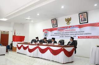 Nyaris Ricuh, Dewan Tidak Setuju Rapat Paripurna Penyampaian Nota Pengantar RPJMD Dipimpin Ketua DPRD Humbahas