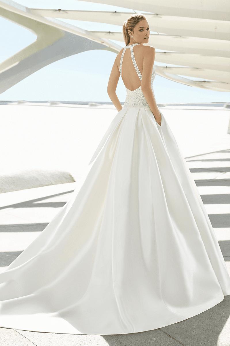 cd881c4de8 How to Choose Second-hand Wedding Dresses