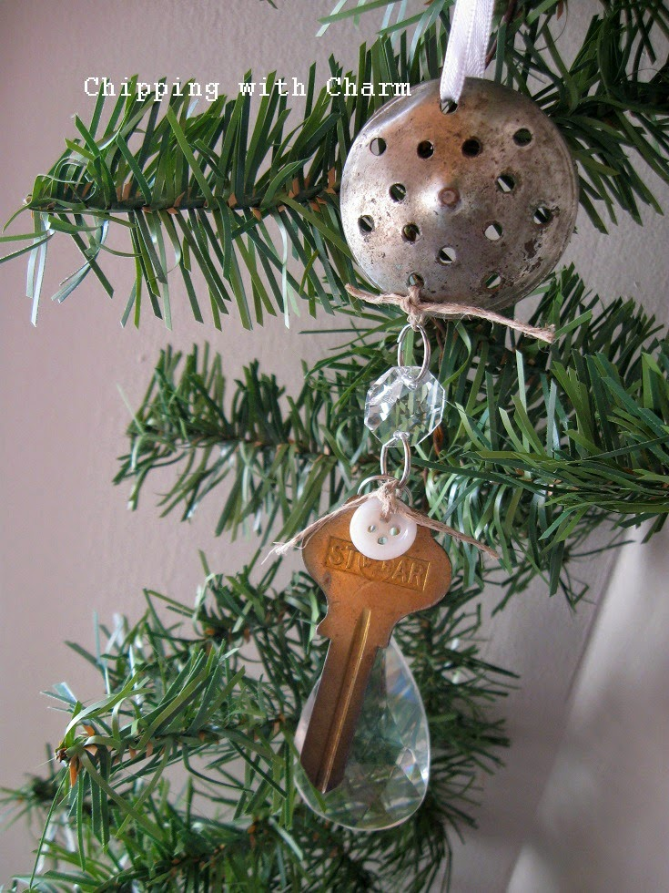Chipping with Charm: Repurposed Salt Shaker Lid Ornament...http://www.chippingwithcharm.blogspot.com/