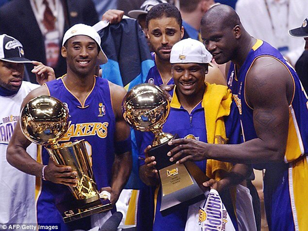 The Los Angeles Lakers pose for a group photo after defeating the Philadelphia 76ers, 108-96, in Game 5 of the NBA Finals...winning their second straight championship on June 15, 2001.