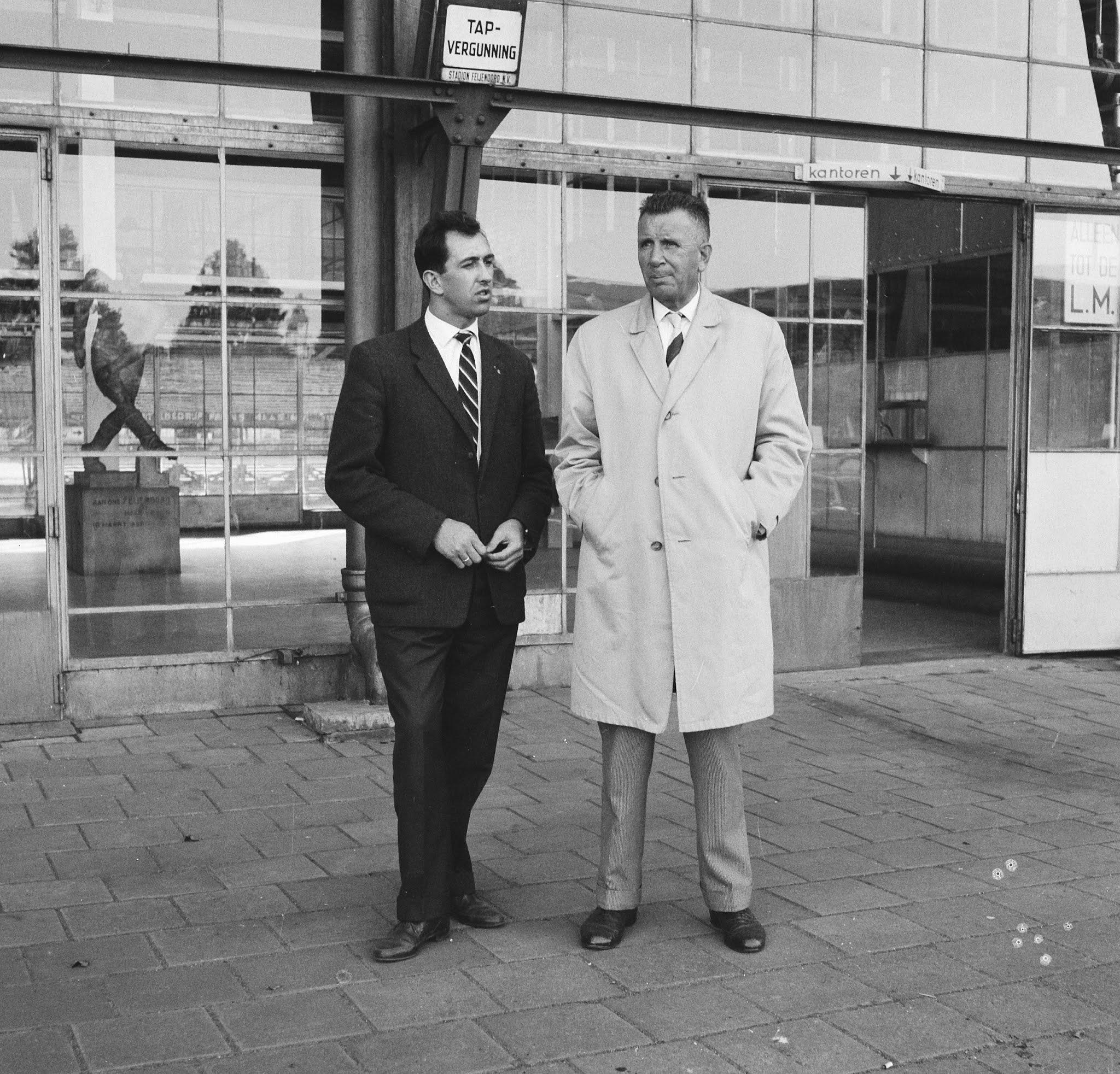 Eddy Pieters Graafland en Cor Kieboom maken een praatje