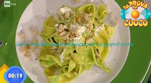 Pappardelle con crema di piselli e fiori di zucca ricetta Valbuzzi da Prova del Cuoco