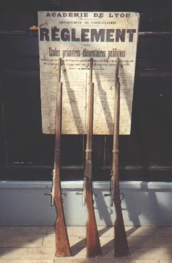 Règlement et fusils scolaires (collection musée)