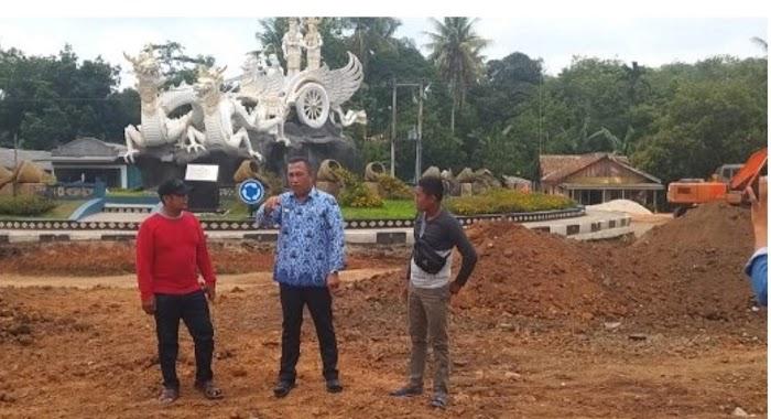 Bupati Umar Ahmad Tinjau Pembangunan Jalan Tugu Rato Naga Besanding