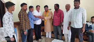 भाजपा में शामिल हुए पूर्व विधायक अजय चौरे भाजपा के ठाकरे के निवास पर पहुचे