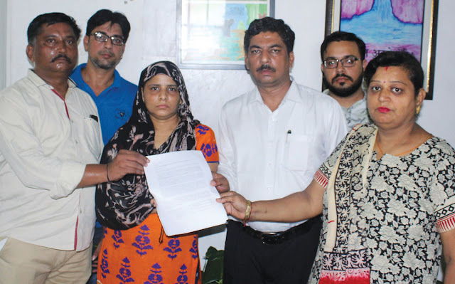The victim's family handed over the memorandum handed over to DCP Lokendra Singh.