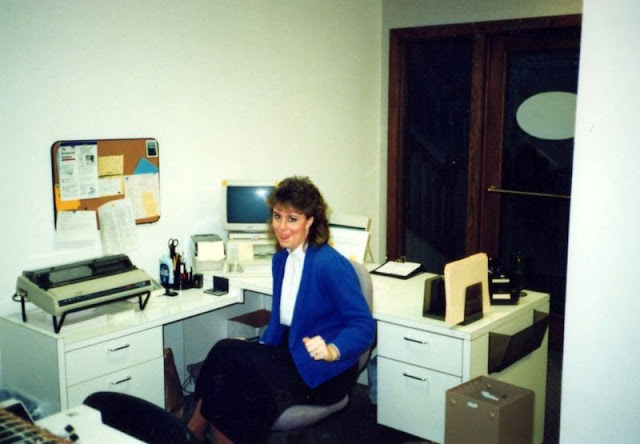 30 Cool Pics Show What The Office Life Looked Like In The 1980s