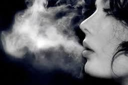 Pahami 5 Risiko yang Akan Menimpa Wanita Perokok Aktif