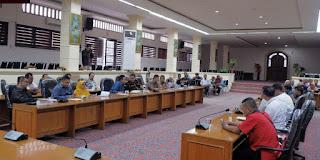 Rapat Dengan PKL, DPRD Kota Cirebon Minta Kedepankan Bina Lingkungan
