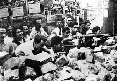 En los días de euforia revolucionaria y huelga general que siguieron a la derrota del golpe militar, los obreros armados extendieron su poder a lo largo de Cataluña y hasta Valencia y Aragón a través de una red de puestos de vigilancia...