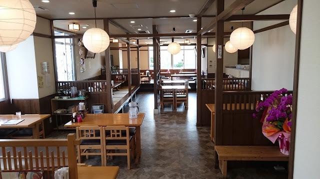 そば処 とぅんち小 津嘉山本店の店内の写真