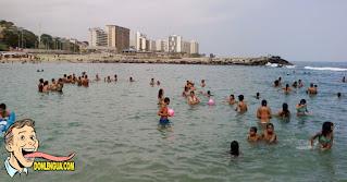 Policías extorsionan a la gente con 5 dolares por persona para poder quedarse en las playas