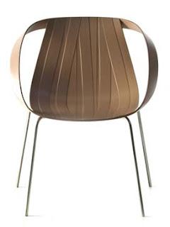 Seduta in plastica Impossible Wood ideata da Nipha Doshi e Jonathan Levien per Moroso