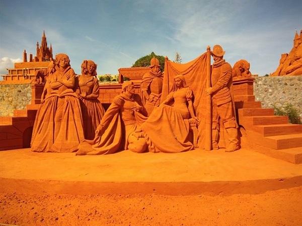 Công viên tượng cát Forgotten Land đầy độc đáo
