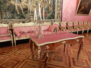 ジェノヴァのMuseo di Palazzo Realeの広聴の間にある机