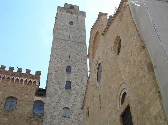 Torre Grossa vista debaixo
