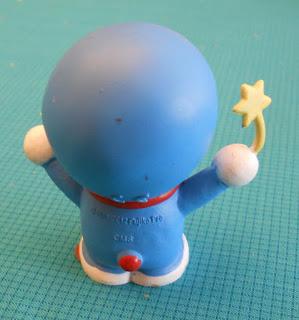 figura a escala de Doraemon