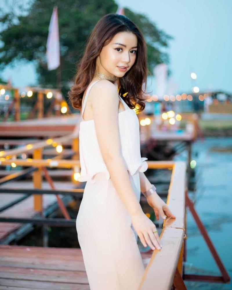 Khin Wint Wah model cantik dan manis Vietnma