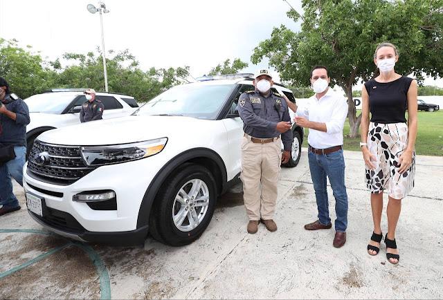 Recibe Yucatán de EU vehículos y perros detectores de armas y narcóticos