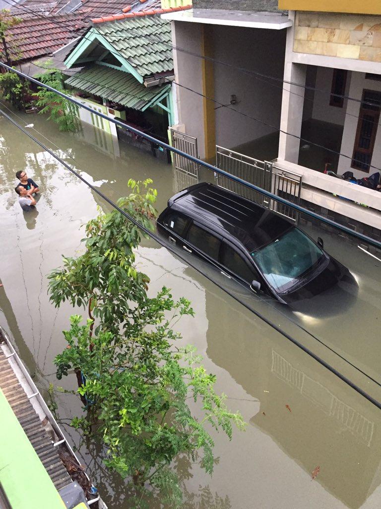 Cerita Air Banjir Bekasi yang Tidak Mau Masuk Tempat Imam Masjid