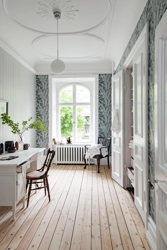 d couvrir l 39 endroit du d cor entre deux portes. Black Bedroom Furniture Sets. Home Design Ideas