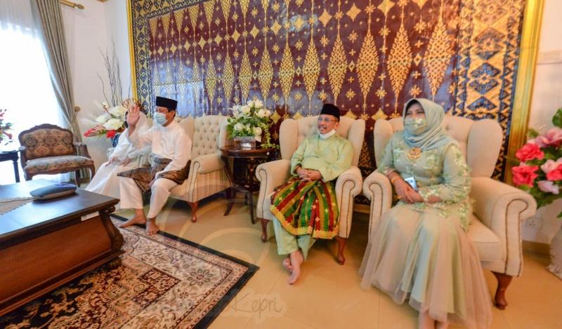 Sholat Idul Fitri, Isdianto Ajak Bersama-sama Cegah Covid-19