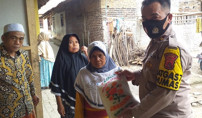 Polri Peduli Covid-19, Jajaran Polres Serang Blusukan Bagi-bagi Sembako kepada Warga Terdampak