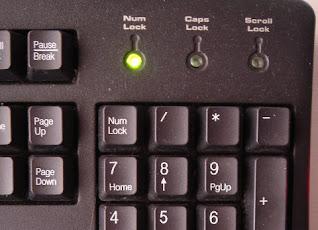 Komputer-Nyala-Tapi-Tidak-Tampil-Di-Monitor-Keyboard-Hidup