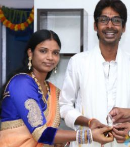 Dhanadhan Dhanraj (Jabardasth Comedian) Family Wife Parents children's Marriage Photos