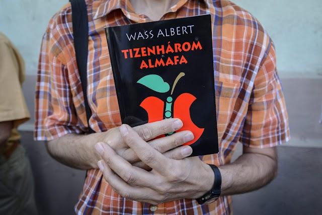 Ősbemutató? Székely humort ígér a Békéscsabai Jókai Színház Tizenhárom almafája