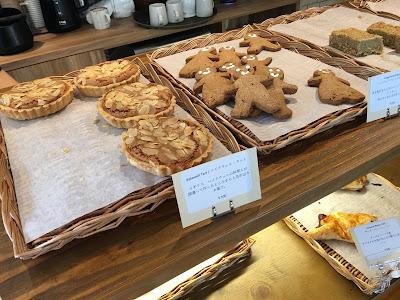 マルベリーマナー(Mulberry Manor)の店内に並べられたパン